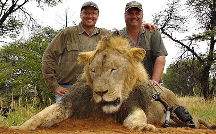 Walter Palmer poses next to Cecil the Lion